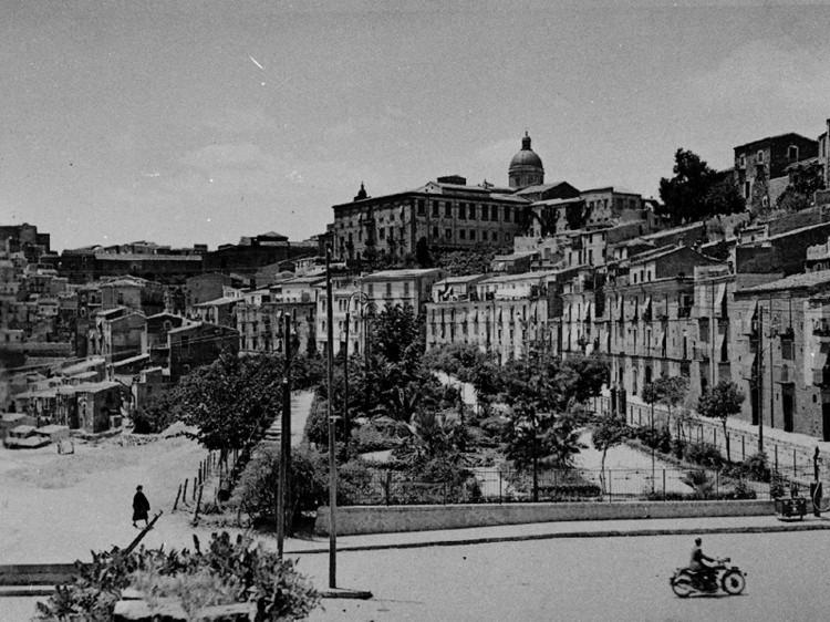 Villetta delle rose Sodalizio dei Becchini a Piazza Armerina Enna