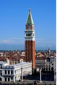 Campanile von San Marco in Venedig Venetien